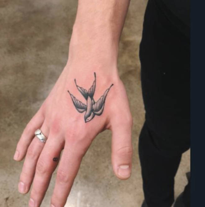 Shawn Mendes has a swallow tattoo on his hand