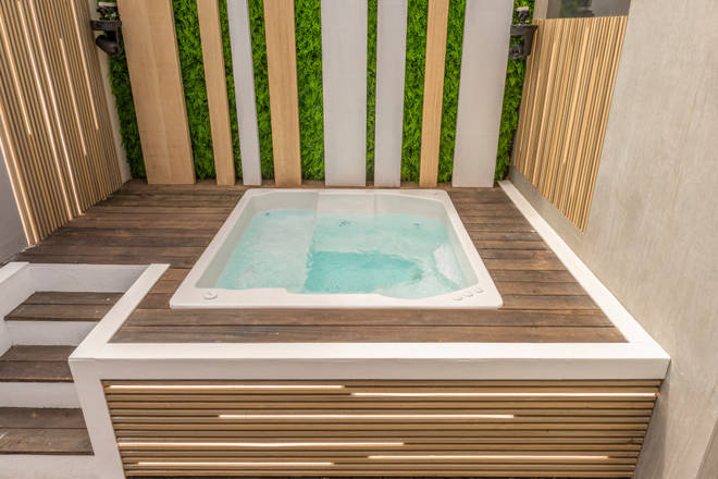 The villa is equipped with a hot tub
