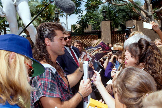 Billy Ray Cyrus meets fans in 80s