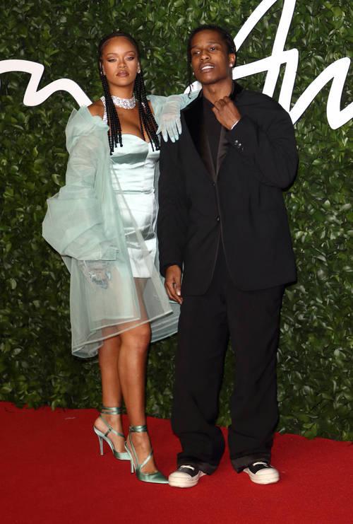 Rihanna e A $ AP foram romanticamente ligados várias vezes