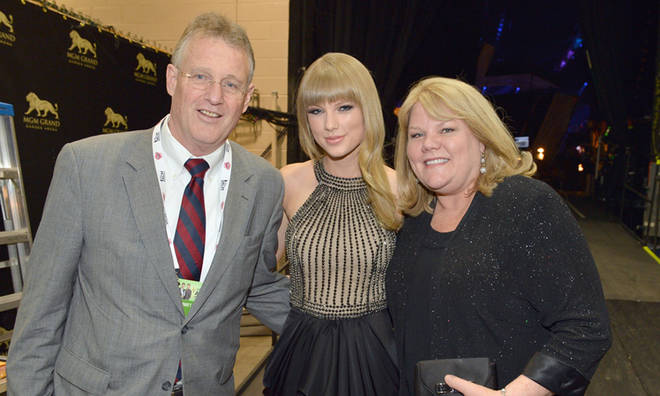 Taylor Swift is very close to both of her parents