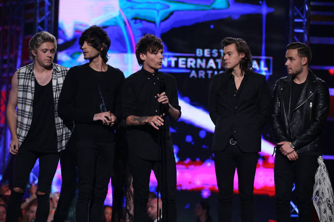 One Direction on stage in 2014