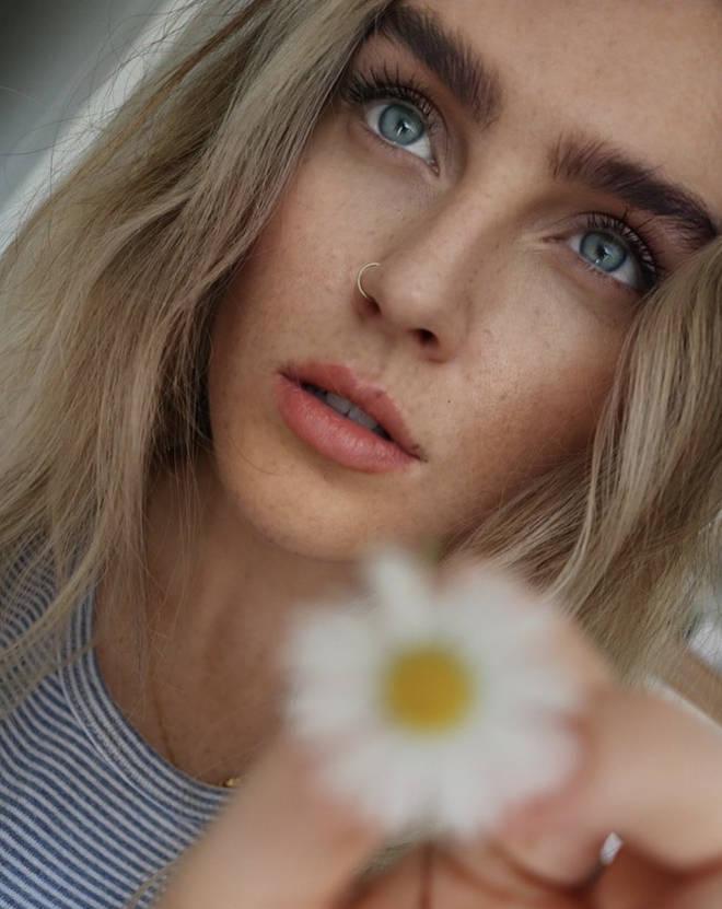 Perrie Edwards embraced her freckles on Instagram