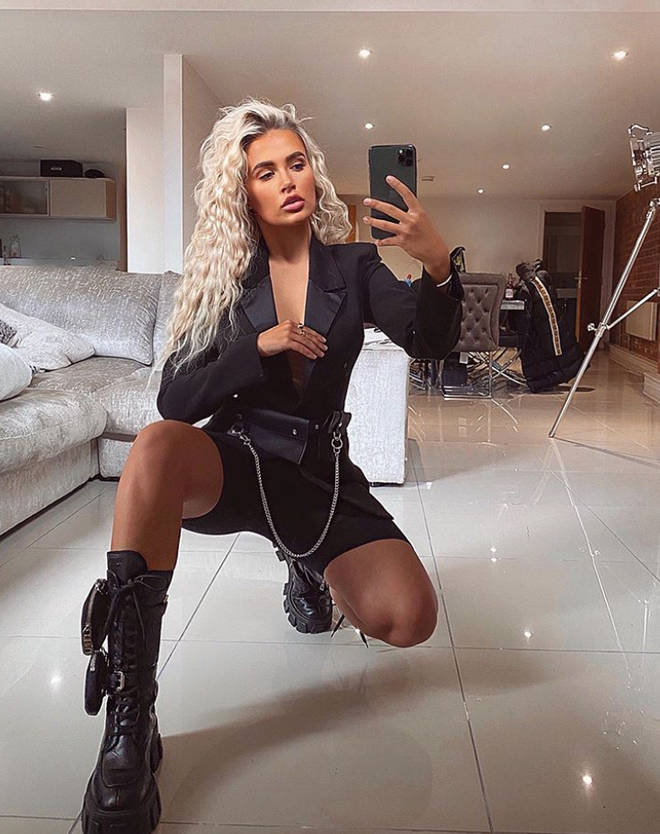 Molly-Mae gives a glimpse inside her apartment in her selfies