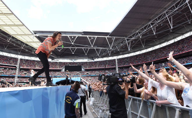 Harry Styles performed 'Best Song Ever' at Capital's Summertime Ball 2015