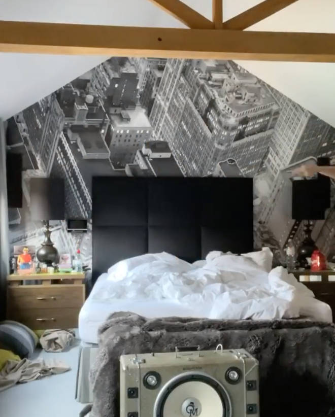 Olly Murs has a statement picture behind his bed