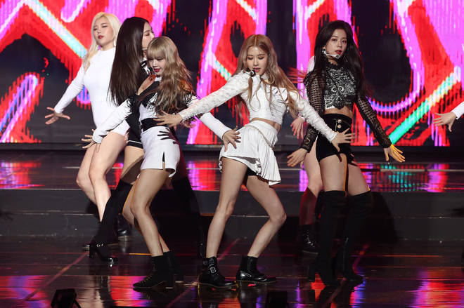 Blackpink performing at the The 8th Gaon Chart K-Pop Awards