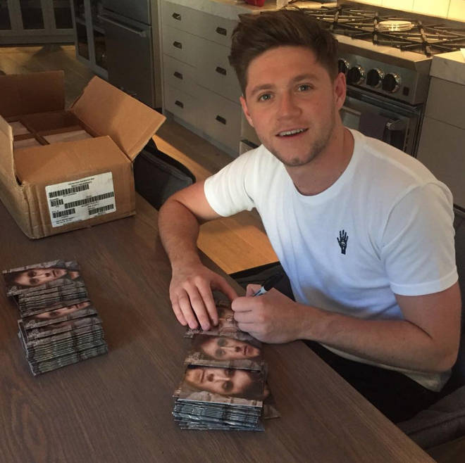 Niall Horan Signing Albums