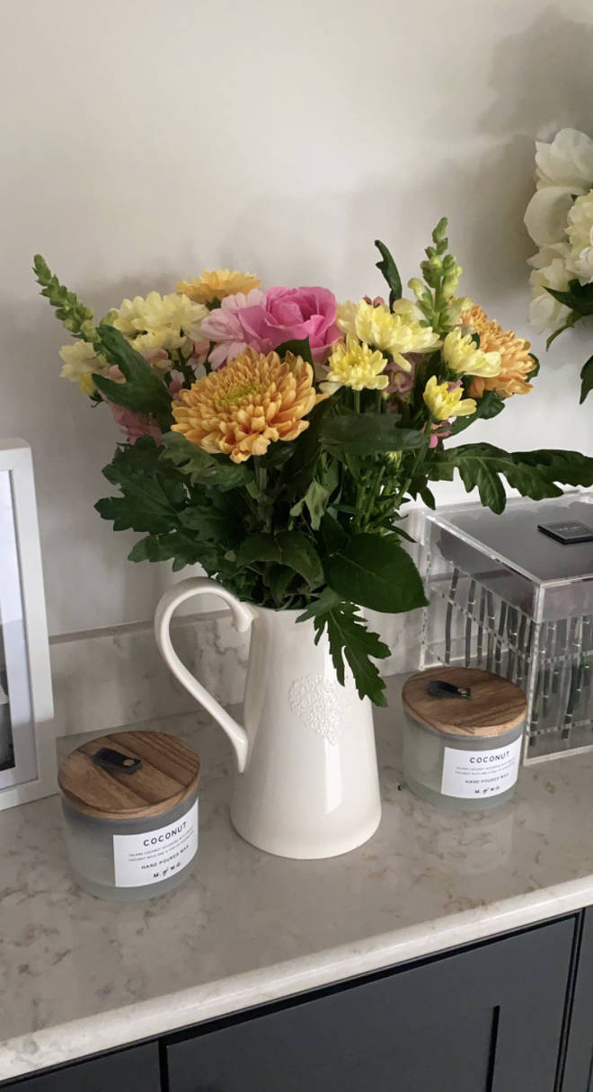 Waitrose gifted the pop star a bunch of flowers after the altercation
