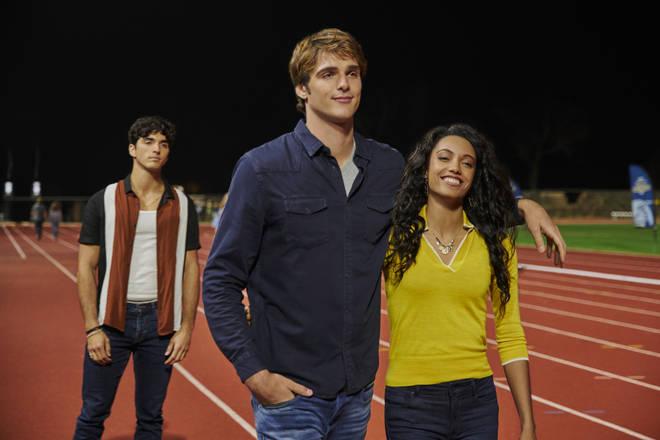 Noah grows close to fellow student Chloe at Harvard