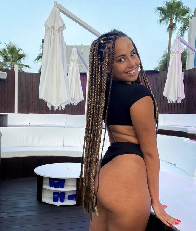 Amber Gill flaunted her natural body on Instagram
