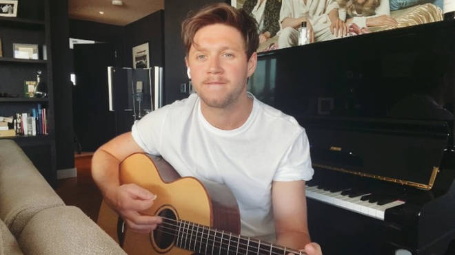 Niall of course has a huge piano in his home