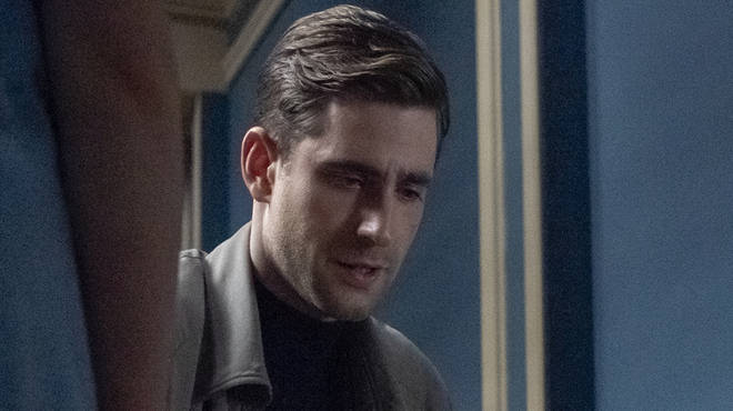Oliver Jackson-Cohen plays Peter in Netflix's Haunting of House Hill