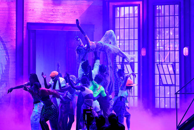 Dua Lipa's stage fall left her fans shook