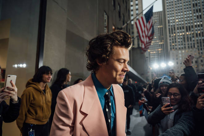 Harry Styles makes time to chat with fans when he's not working