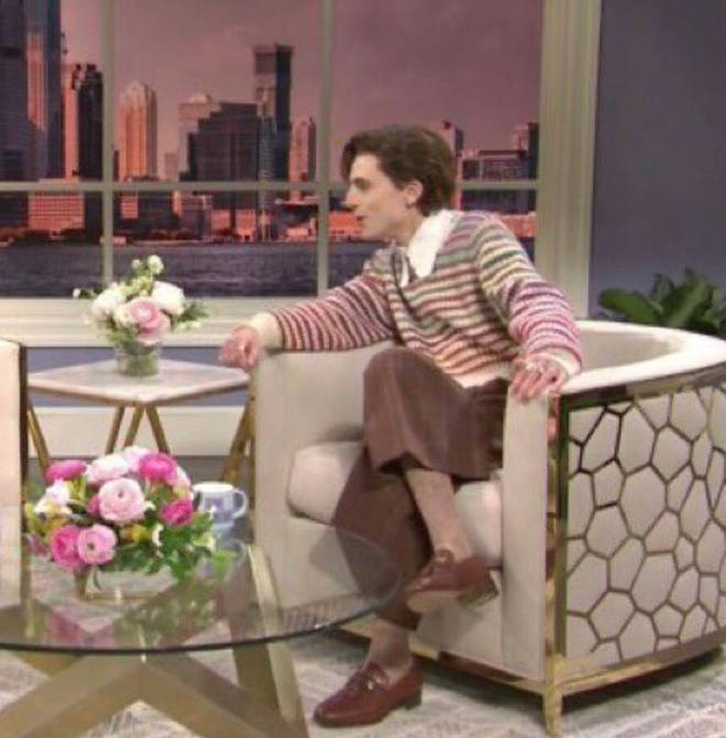 Timothee Chalamet dressed exactly like Harry Styles for the SNL skit.