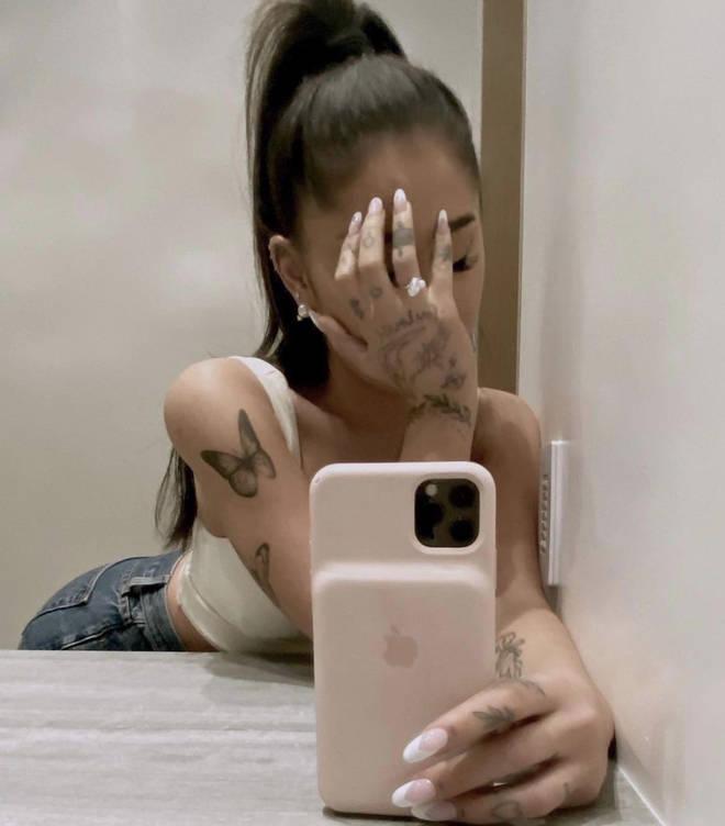 Ariana Grande's diamond ring is set alongside a small pearl
