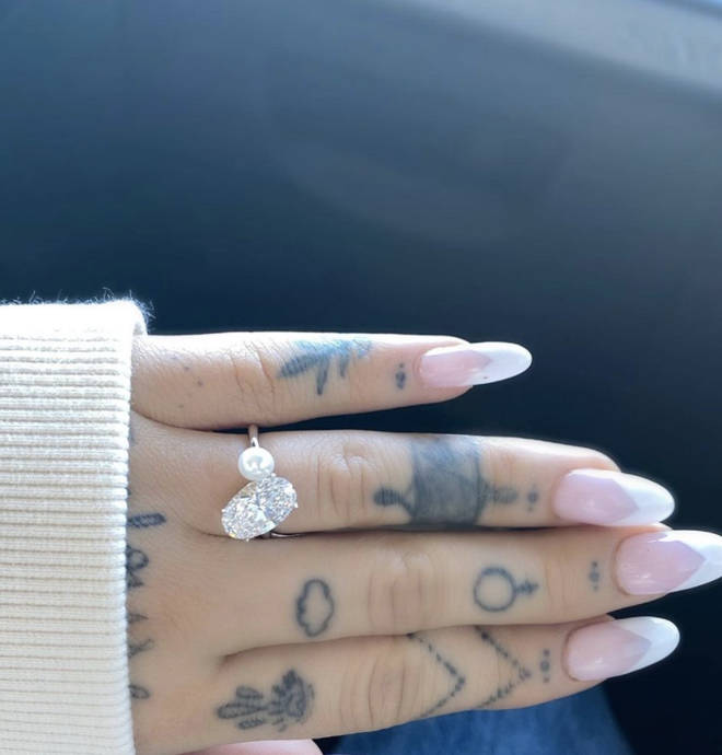Ariana Grande shows off her enormous diamond engagement ring