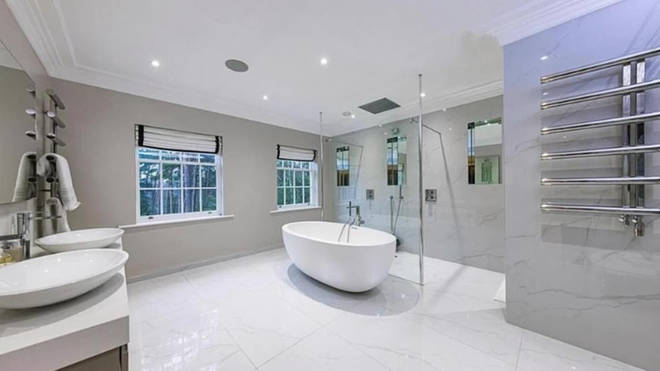 Leigh-Anne and Andre have a massive his and hers bathroom