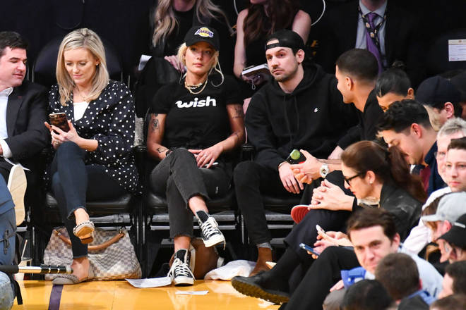 Halsey and Alev Aydin at a basketball game in January 2019