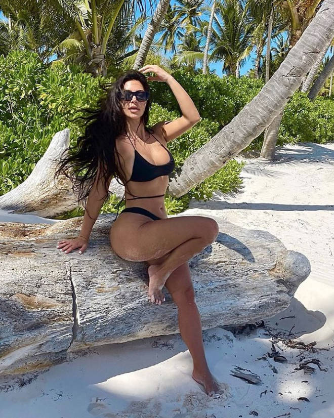 Kim Kardashian's pinky toe is hard to see in this bikini snap