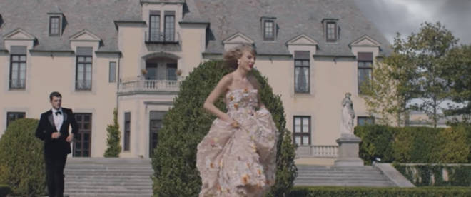 The mansion for Taylor Swift's 'Blank Space' is up for auction