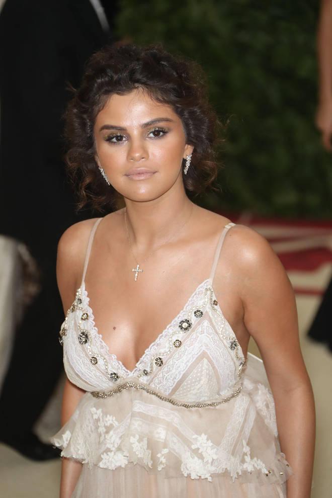 Selena Gomez explained her fake tan nightmare at the Met Gala