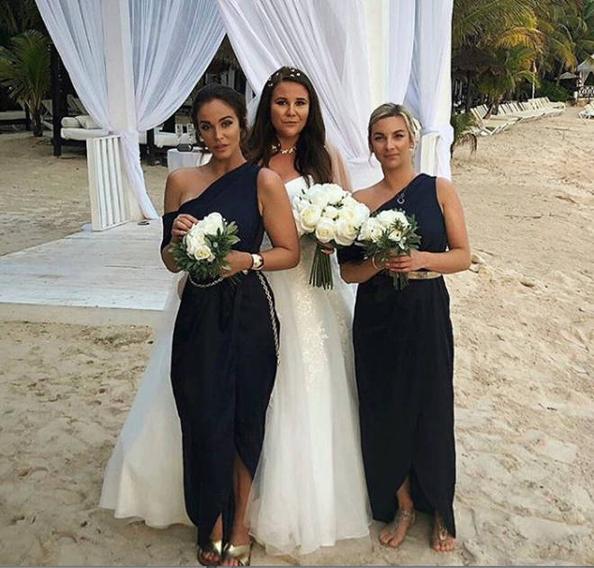 Vicky Pattison stood in front of her sister at her wedding in Mexico.