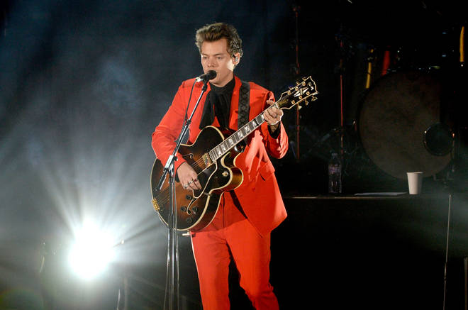 Harry Styles performed in a hot orange suit at a benefit concert in 2017