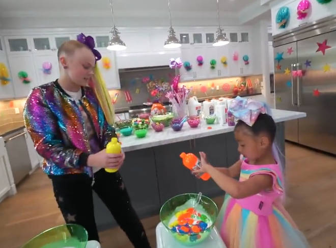 North was having a vlast while making slime with JoJo