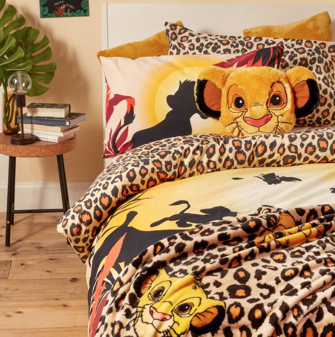 Lion King fans can even deck out the room with themed bedding