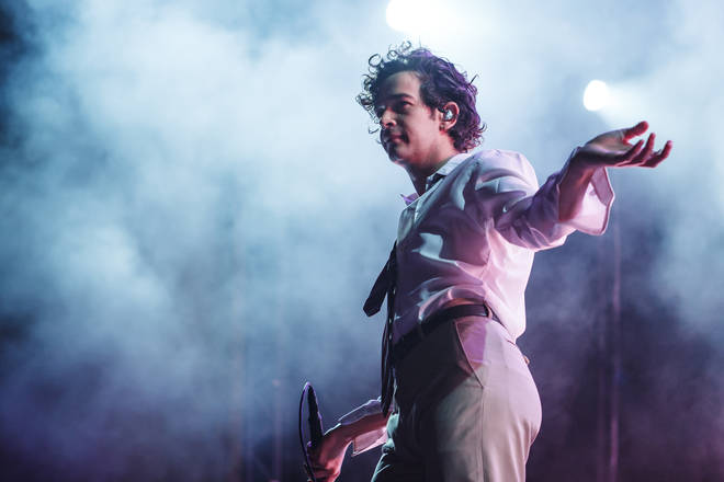 Matty Healy kissed a male fan in Dubai during a 1975 gig