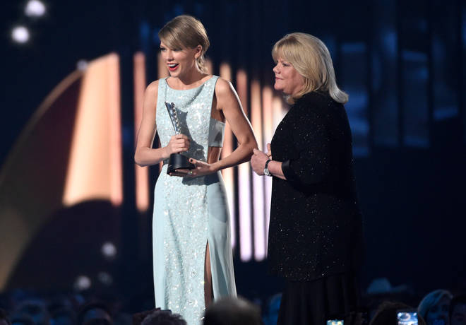 Taylor Swift's mum was diagnosed with cancer in 2015