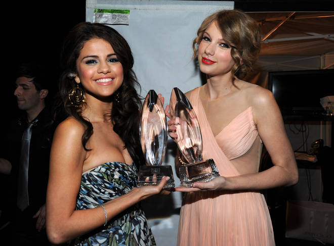 Selena Gomez and Taylor Swift at the 2011 People's Choice Awards