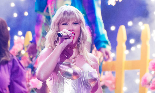Taylor Swift is allowed to sing her old songs at the AMAs